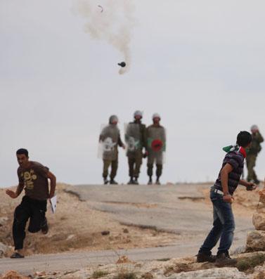 הפגנה בבילעין, 17.9.10 (צילום: עיסאם רימאווי)