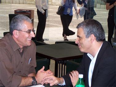 """מנשה סמירה, מנכ""""ל הרשות השנייה (משמאל), עם שר התקשורת משה כחלון (צילום: """"העין השביעית"""")"""
