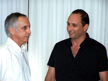 """מנהל קול-ישראל מיקי מירו (משמאל) ויו""""ר רשות השידור אמיר גילת, שמונה על ידי השר הממונה על הרשות, בנימין נתניהו (צילום: """"העין השביעית"""")"""