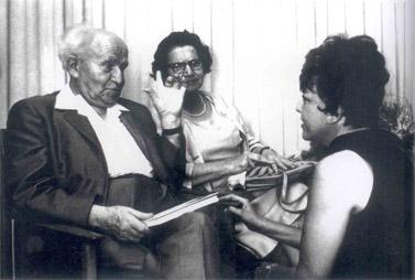 """מירה אברך עם דוד ופולה בן-גוריון (מתוך ספרה של אברך, """"דברים שלא כתבתי"""")"""