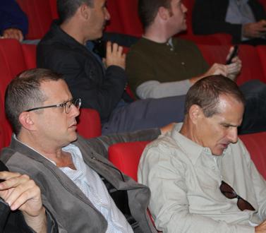 ערן טיפנברון, עורך המשנה של ynet (משמאל), ויון פדר, העורך הראשי (צילום: עידו קינן, cc-by-sa, חדר 404)