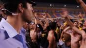 אוהדי כדורגל מתפרעים, אצטדיון טדי בירושלים, מאי 2007 (צילום: אוריה תדמור)