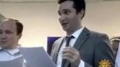 """ג'ו מוטו במערכת התוכנית """"אוריילי פקטור"""" (צילום מסך, אתר גוקר)"""