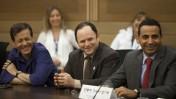 חברי-הכנסת יואל חסון (מימין) ויצחק הרצוג (משמאל) בכנסת, אוקטובר 2011 (צילום: דוד ועקנין)