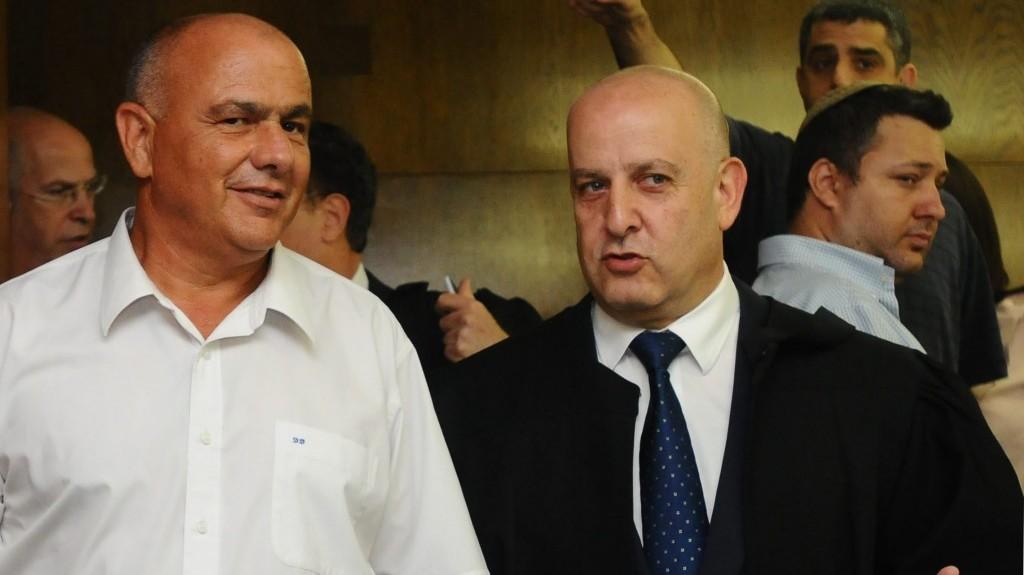 דני דנקנר (משמאל) בבית-המשפט המחוזי בתל-אביב, יולי 2012 (צילום: יוסי זליגר)