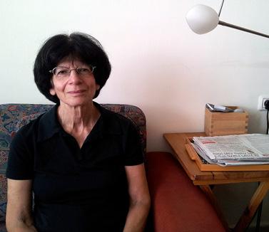 """עדי מרקוזה-הס, בביתה (צילום: """"העין השביעית"""")"""