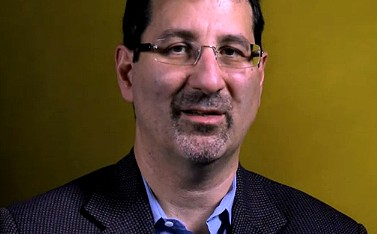 """סטיבן אנגלברג, עורך """"פרופבליקה"""" (צילום מסך: """"ברייקינג דה ניו ניוז"""")"""