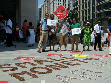 "הפגנה נגד פסיקת ""סיטיזנס יונייטד"" בוושינגטון (צילום: פבליק סיטיזן, רשיון cc-by-nc-sa)"
