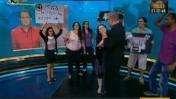 """עובדי ערוץ 10 מוחים נגד הסירוב לפרוס את חובותיו של הערוץ, במהלך שידור התוכנית """"לילה כלכלי"""", 28.8.12 (צילום מסך)"""