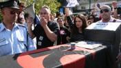 הפגנה של עובדי ערוץ 10 נגד סגירתו, 2.2.09 (צילום: לירון אלמוג)