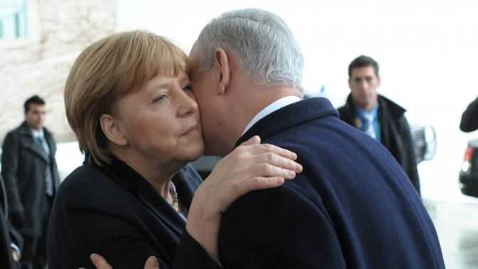 """ראש ממשלת ישראל בנימין נתניהו וקנצלרית גרמניה אנגלה מרקל, אתמול בברלין (צילום: עמוס בן-גרשום, לע""""מ)"""