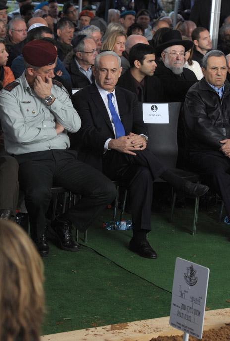 """ראש הממשלה בנימין נתניהו בהלוויית הרמטכ""""ל לשעבר אמנון ליפקין-שחק (צילום: משה מילנר, לע""""מ)"""
