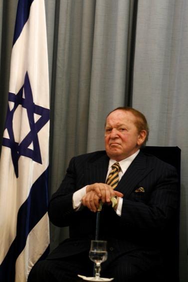 שלדון אדלסון בבית הנשיא בירושלים, 12.8.07 (צילום: אוליבייה פיטוסי)