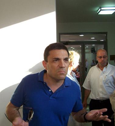 """יו""""ר אגודת העיתונאים תל-אביב, רותם אברוצקי, הערב (צילום: """"העין השביעית"""")"""