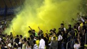 """אוהדי בית""""ר עם סיומו של משחק מול מכבי הרצליה, אפריל 2008 (צילום: ליאור מזרחי)"""