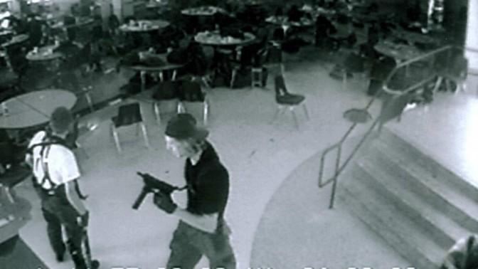 הטבח בתיכון קולומביין, קולורדו, 20 באפריל 1999. מצלמת אבטחה