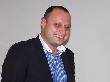 """ח""""כ אלכס מילר, אתמול בבית סוקולוב בתל-אביב (צילום: """"העין השביעית"""")"""