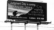 """""""יום הדין מגיע"""", כרזה של תחנת הרדיו של הרולד קמפינג. אוקלנד, קליפורניה,5.5.11 (צילום: תומס הוק, רשיון cc)"""