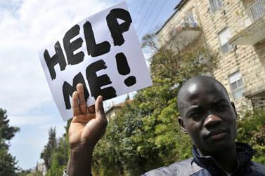 פליטים מדרום-סודאן מפגינים מול משרד ראש הממשלה בירושלים נגד הכוונה לגרשם חזרה לארצם, אפריל 2012 (צילום: יואב ארי דודקביץ')
