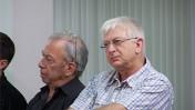 """מיכה פרידמן (מימין) ומושיק טימור, הערב בישיבת נשיאות מועצת העיתונות (צילום: """"העין השביעית"""")"""