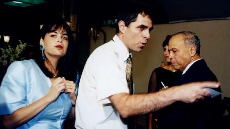 ארנון (נוני) מוזס (במרכז), אשתו דאז מיכל ומשה ורדי (צילום: משה שי)