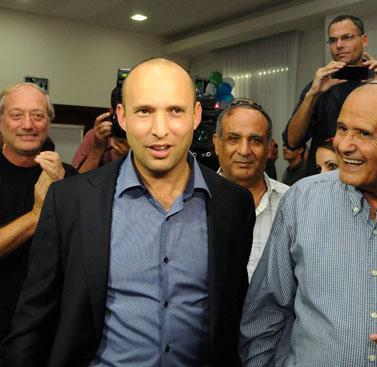 """נפתלי בנט לאחר שנבחר ליו""""ר מפלגת הבית-היהודי, 14.11.12 (צילום: יוסי זליגר)"""