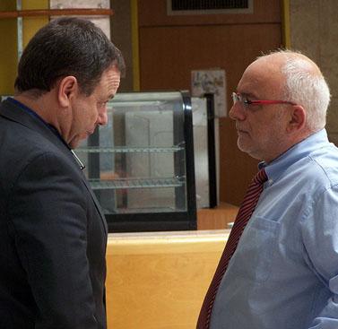 """חבר הוועד המנהל של רשות השידור יואב הורוביץ (משמאל) עם מנכ""""ל הרשות יוני בן-מנחם, דצמבר 2012 (צילום: """"העין השביעית"""")"""