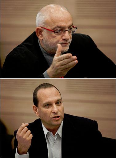 """מנכ""""ל רשות השידור יוני בן-מנחם (למעלה) ויו""""ר הרשות אמיר גילת (צילום: דוד ועקנין)"""