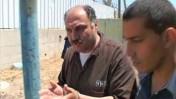 סאמר עלאווי בדרכו לבית-הדין הצבאי בשומרון, 22.8.11 (צילום מסך: חדשות ערוץ 2 באינטרנט)