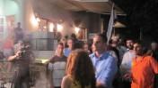 כתב הערוץ הראשון מראיין את סתיו שפיר, ממובילות המחאה, במאהל בשדרות רוטשילד בתל-אביב (צילום: שוקי טאוסיג)