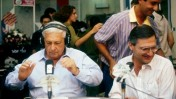 """אריאל שרון באולפן תחנת הרדיו גלי-צה""""ל, 1985 (צילום: משה שי)"""