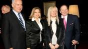 המיליארדר שלדון אדלסון ורעיתו מרים (מימין) עם ראש ממשלת ישראל בנימין נתניהו ורעיתו שרה. ירושלים, מאי 2008 (צילום: אנה קפלן)