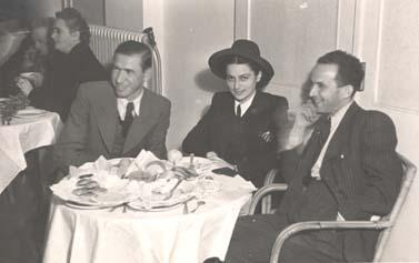 שרירא במסיבת עיתונאים בבית-החולים החלמה ברמת-גן, 1942