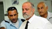 """עו""""ד חיים מינסקי, מיד לאחר התקרית במסדרון בית-המשפט בחדרה (צילום: יואב איתיאל)"""