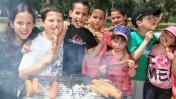 ילדים ישראלים חוגגים את הפסח, אתמול בתל-אביב (צילום: יהושע יוסף)