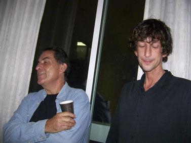"""איתי אנגל (מימין) וגדעון לוי, אתמול בכנס """"עיתונות תחת אש"""" (צילום: עידו קינן, חדר 404, רשיון cc-by-sa)"""