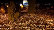 מוסלמים מתפללים, אתמול בירושלים (צילום: סלימאן חאדר)
