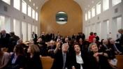 נשיא בית-המשפט העליון לשעבר, השופט בדימוס אהרן ברק (במרכז), משוחח עם נשיאת בית-הדין הארצי לעבודה, השופטת נילי ארד (שנייה מימין), אתמול בבית-המשפט העליון (צילום: דוד ועקנין)