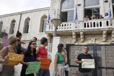הפגנה למען חופש העיתונות, אתמול מול משרדי הנהלת רשות השידור בירושלים (צילום: אורן נחשון)