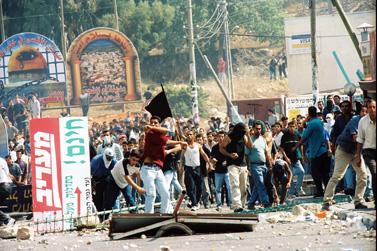 ההדרה מהשיח הציבורי מגבירה את תחושת הניכור. מהומות באום אל-פאחם, אוקטובר 2000 (צילום: פלאש 90)