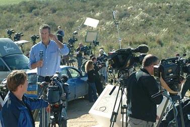 כתבים זרים משדרים מהצד הישראלי של הגבול עם רצועת עזה (צילום: פלאש 90)