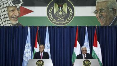 """ראש הרשות הפלסטינית מחמוד עבאס ומזכיר האו""""ם באן קי-מון, אתמול ברמאללה (צילום: עיסאם רימאווי)"""