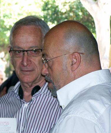 """סוהיל כראם , מנהל רדיו א-שאמס (מימין), ומו""""ל """"הארץ"""" עמוס שוקן, היום בכנס בתל-אביב (צילום: """"העין השביעית"""")"""