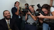 אריה דרעי כנאשם בבית-המשפט העליון. 24.9.03 (צילום: נתי שוחט. לחצו להגדלה)