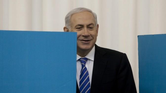 ראש הממשלה בנימין נתניהו מצביע בקלפי בירושלים במסגרת הבחירות המקדימות בליכוד, אתמול (צילום: דוד ועקנין)