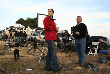 בן וודמן ופאולה הנקוקס, עיתונאי CNN, מדווחים מגבול עזה. ינואר 2009 (צילום: נתי שוחט)