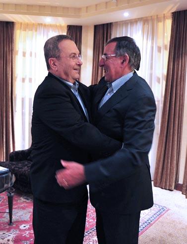 שר הביטחון אהוד ברק נפגש אתמול בתל-אביב עם שר ההגנה האמריקאי ליאון פאנטה (צילום: אריאל חרמוני, משרד הביטחון)