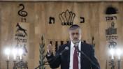 שר הפנים אלי ישי בבית-הכנסת ישורון בירושלים, ינואר 2012 (צילום: דוד ועקנין)