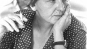 "חנה זמר, עורכת ""דבר"", 1.5.77 (צילום: יעקב סער, לע""מ)"