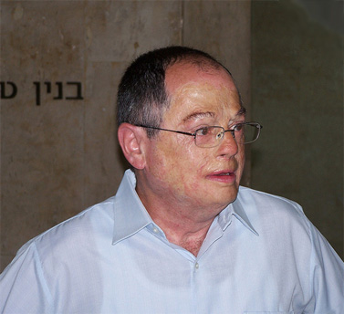 """עיתונאי ערוץ 2 אמנון אברמוביץ' בטקס קבלת פרס למצוינות ומקצוענות בעיתונות הישראלית. 7.6.10 (צילום: """"העין השביעית"""")"""